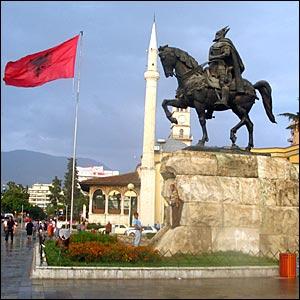 Tirana, nella piazza la storia dell'Albania
