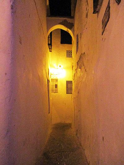 Fascino notturno in una 'calle' di Arcos de la Frontera