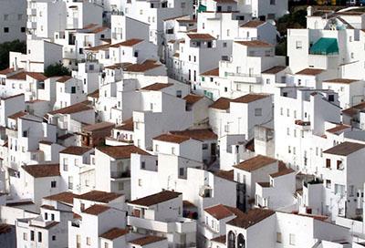 AlcuniI Pueblos Blancos si affacciano sullo Stretto