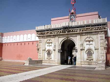Dehnoke, Rajasthan, Tempio della dea Karni Mata, santuario dei topi