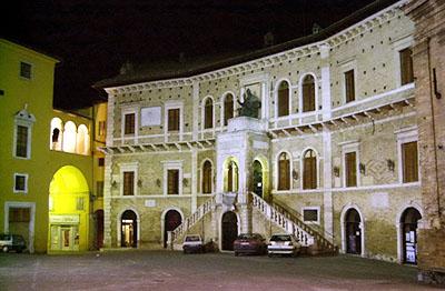 Fermo, il Palazzo dei Priori