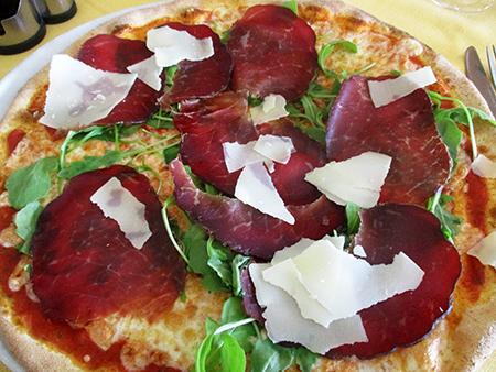 Pizza Valtellinese (e pule buona) made in China (quindi con Blesaola) ammannita in listolante vigevanese...