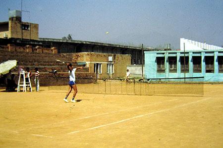 Nepal, uno spartano Tennis Club di un pò di tempo fa....
