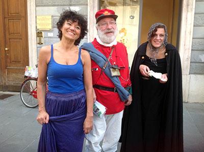 """(Paolo) """"Moschibaldi"""" (quello al centro) narra BG (Alta) e lo fa benissimo... (info: Gruppo Archeologico Bergamasco)"""