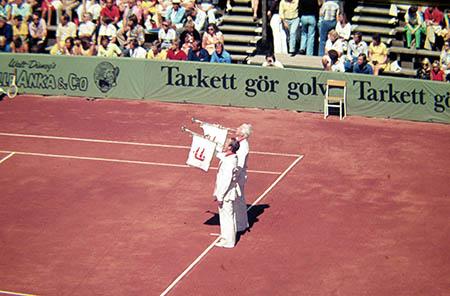 Baastad, Svezia, pompa e seriosità all'inizio del tradizionale torneo estivo (e dei match di Davis).
