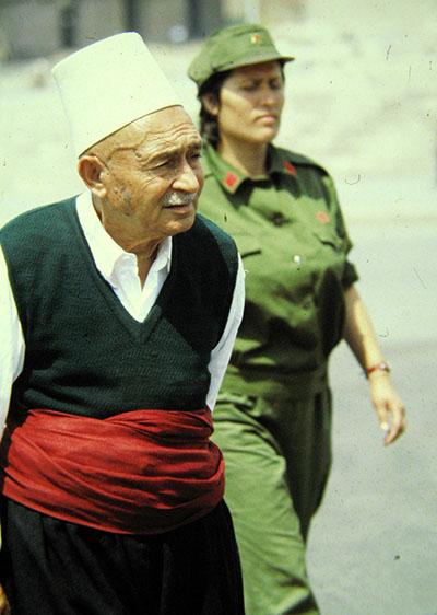 Albania, soldatessa e cittadino ....