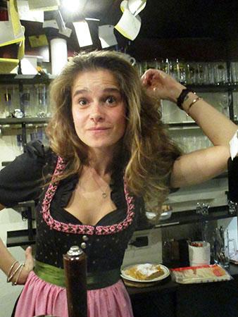 "Bella kellerina simpatica sorridente e ""sbarlugìna""...."
