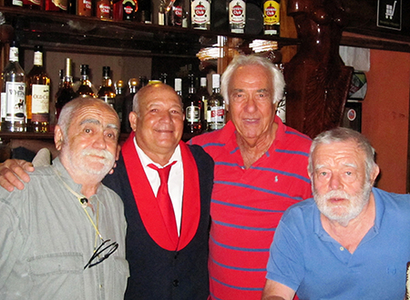 Contatti culturali in un bar di Bayamo