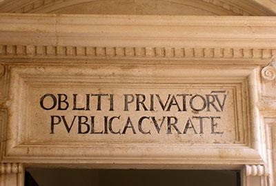 """Ragusa,palazzo dei Rettori ... """"se pensi ai soldi pubblici dimentica quelli privati"""" (lasciamo perdere...)"""