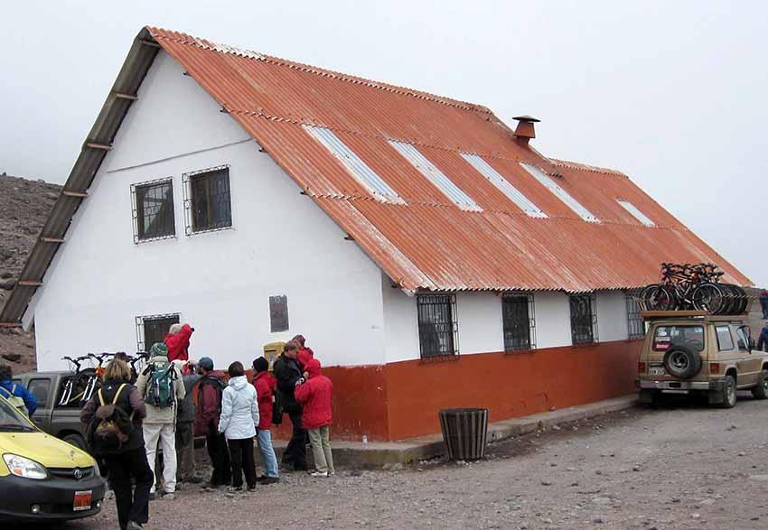 "Rifugio ""Carrel"" (grande guida valdostana) 'si piedi', 4800 mt) del Chimborazo"