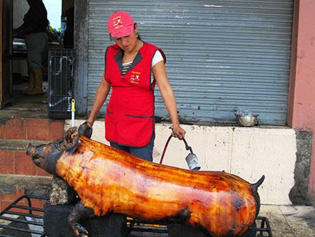 Gastronomia nell'Ecuador: maiale flambè....