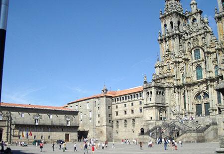 Santiago de Compostela, Plaza Obradoiro, la cattedrale, a sinistra il Parador