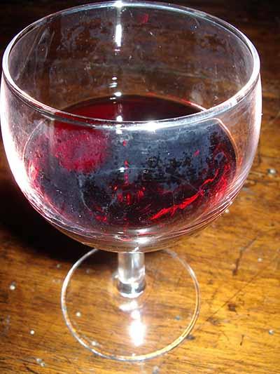 Un bel bicchiere di Sangiovese alla salute di chi legge....