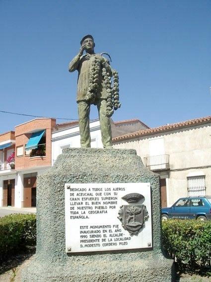 Aceuchal, monumento al venditore d'aglio
