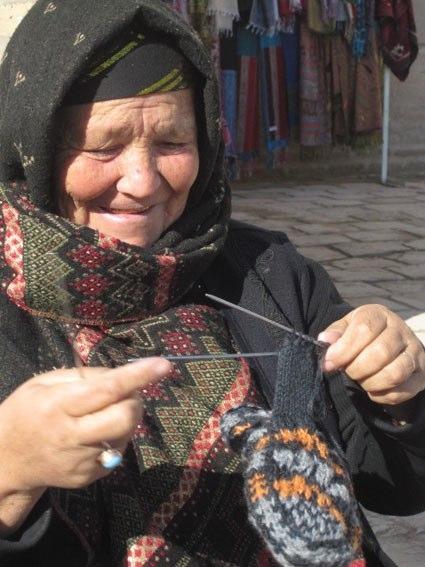 Anziana signora Uzbeka sorride serenamente all'idea della Stepchild Adoption ....