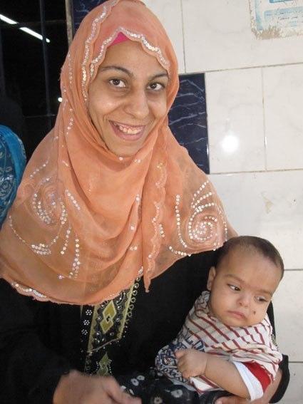 Dolcezza e tenerezza di una mamma egiziana