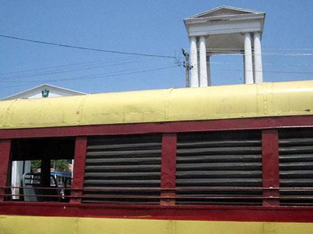 Trivandrum, bus e architettura inglese Imperial