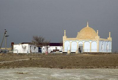Moschea nei pressi di una necropoli