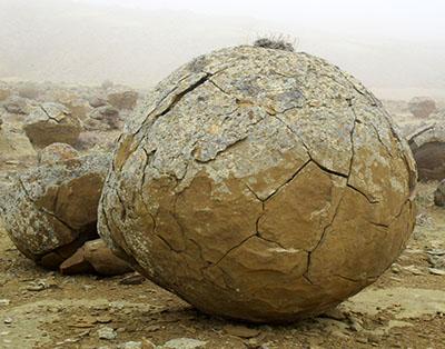 Kazakistan, colle delle pietre sferiche