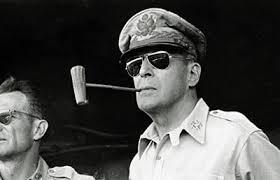 Il generale Douglas McArthur