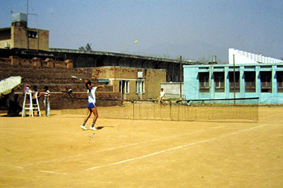 Kathmandu, Nepal, umile campo da tennis