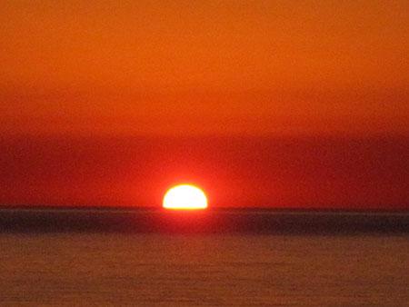 Levar del sole in Sardegna, dalle parti di Carloforte (difatti c'è mica solo la Costa del Briatore...)
