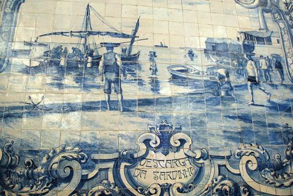 Sbarco delle sardine pescate, mercato del pesce a Setubal