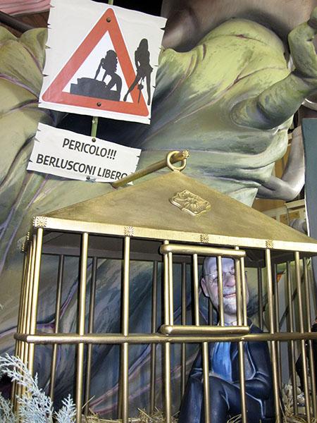 Fallas 2011: il Berlusca preso per il .... (alle Fallas non scappa nessuno)