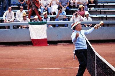 Santiago, Chile, aficionado trombettiere