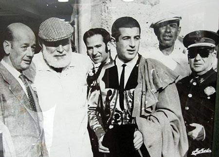 "Ordoñez ed Hemingway (grande aficionado a los toros, ""Morte nel Pomeriggio"")"