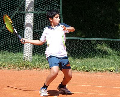 Xavier gioca al tennis sulla Costa del Sol